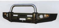 Силовой передний бампер с центральной хром дугой на Isuzu D-Max 2003-2005