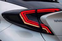 Стопы тюнинг красные бегающий поворотник Toyota C-HR 2016+